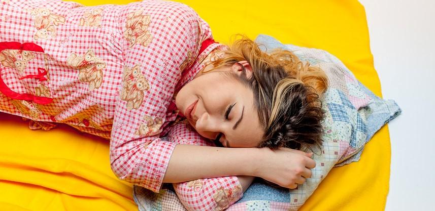 Schmutziger Schlafanzung